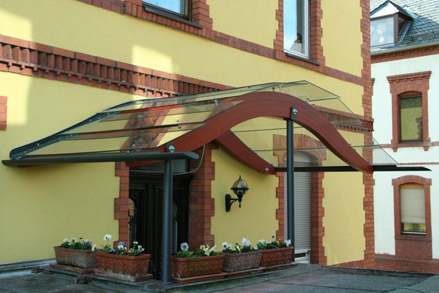 Vordach in 35683 Dillenburg von Russ Holzbau